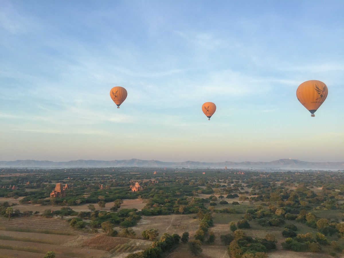 bagan myanmar hot air balloon ride